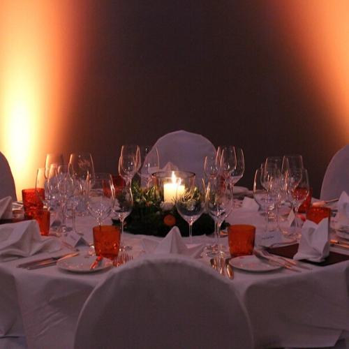 Das Gedeck der Tische ist sehr schön eingerichtet im Cavallo Hannover
